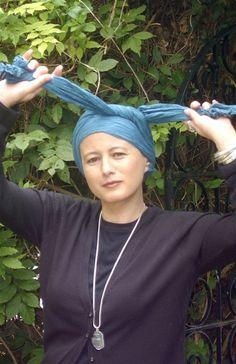 Turban tying instructions, for Venetian-style linen 'turban' headdresses (See Kat's Purple Files for more info)