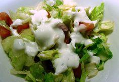 Vegyes saláta tárkonyos joghurtmártással recept képpel. Hozzávalók és az elkészítés részletes leírása. A vegyes saláta tárkonyos joghurtmártással elkészítési ideje: 10 perc