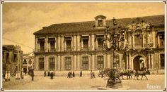Fotografía de 1904 , estamos en la plaza Virgen de los Reyes antes llamada Cardenal Lluch, justo enfrente a la fachada del Palacio Arzobispal, vemos esta maravillosa farola de hierro fundido.