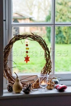 Google Image Result for http://www.narratives.co.uk/ImageThumbs/PE010_05/3/PE010_05_Detail_of_natural_christmas_decorations_on_a_window_sill_with_a_candle.jpg