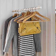Kattoon tai seinään kiinnitetty vaatetanko on huokea ja kompakti säilytysratkaisu. Katso Meidän Talon ohjeet ja tee itse helppo vaaterekki!