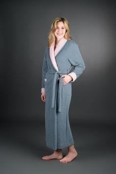 Gown in weaving of the Pyrenees 100% wool for even more softness for madame, available in two-tone uni or uni/Scots.  Shawl collar, raglan sleeves, wrists setback, two pockets front and internal DrawString and flat belt closure.  The comfort and the feeling of well-being of wool, millennial material manufactured according to traditional Pyrenean.  Starting from €237 Pyrenees, Pulls, Duster Coat, Gowns, Wool, Collection, Uni, Shawl, Sleeves