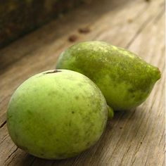 Despite the fact that the paw paw isn't popular in the U.S., the fruit is actually native to North America. Paw paws have a yellow or bright orange flesh underneath their green skin. They also contain a number of large ovular brown seeds. The flesh is similar in both texture and flavor to a banana.