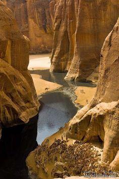 Vas caminando por el vasto desierto del Sahara y de repente crees tener un espejismo, casi parece un paraiso en medio de un desierto tan inmenso, pero...