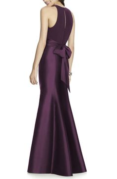 A timeless design with understated elegance, this impeccably tailored gown has a comfortable stretch-jersey bodice that gives way to a gracefully flared sateen trumpet skirt. A lush sash at the waist enhances the romantic appeal. Semi Formal Wedding Attire, Formal Wear, Formal Dresses, Trumpet Gown, Trumpet Skirt, Alfred Sung, Navy Dress, Bodice, Bridesmaid Dresses