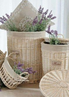 Lovely lavender in bleached wicker baskets. Lavender Cottage, Lavender Scent, Lavender Blue, Lavender Flowers, Lavander, Lavender Fields, French Lavender, Cottage Chic, Cottage Style