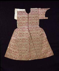 Date  1550-1600 (made) Dimensions  Height: 79.8 cm, Width: 79.8 cm bottom hem-line Descriptive line  C, woven silk, 1500s, Turkish