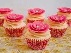 Objetivo: Cupcake Perfecto.: Cupcakes decorados con mis cortadores de flores favoritos... ¡¡y resultado del sorteo!!