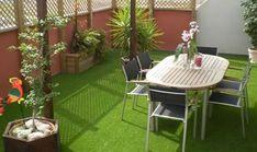 Césped artificial en un balcón o terraza