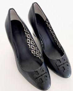 TORY BURCH Sz 7 M Wedge Heels Pumps Metal Logo Signature leather Navy Blue Mint  | eBay