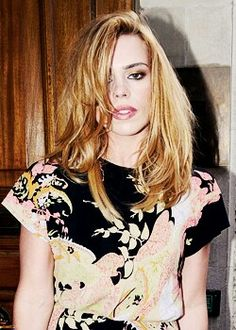 Billie Piper, Floral Tops, Celebrities, Blouse, Beauty, Women, Fashion, Step By Step Drawing, Moda