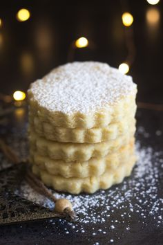 Sue - These Italian Almond Cookies are a soft cut out cookie, fast and easy to make. Made with only 6 ingredients they make a nice addition to your Holiday Cookie tray. Cut Out Cookies, Yummy Cookies, Holiday Cookies, Cake Cookies, Sugar Cookies, Chocolate Cookies, Cookie Desserts, Cookie Recipes, Dessert Recipes