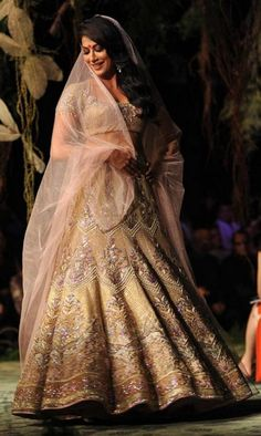 Chitrangda Sen looking pretty in Golden Lehenga designed by Tarun Tahiliani