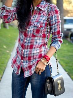 cute relaxed look... Love the purse