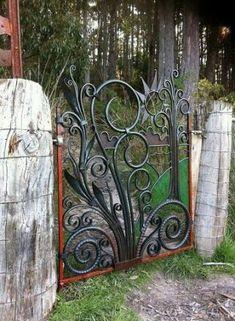 Gorgeous Iron and Wooden Garden Gate Decoration Ideas - Home & Garden Metal Gates, Wrought Iron Gates, Metal Tree Wall Art, Metal Art, Garden Gates And Fencing, Farm Gate, Welding Art, Welding Projects, Arc Welding