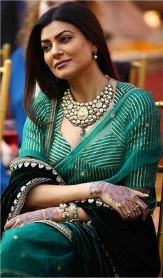 Indian Fashion Dresses, Dress Indian Style, Indian Designer Outfits, Fancy Blouse Designs, Blouse Neck Designs, Anarkali, Lehenga, Sabyasachi, Stylish Blouse Design