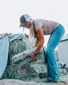 Horses aren't a hobby they are a lifestyle. It's more than just riding your horse and competing, it's cleaning stalls, feeding, getting… Country Girl Outfits, Cute Cowgirl Outfits, Western Outfits Women, Southern Outfits, Rodeo Outfits, Country Fashion, Cute Outfits, Stylish Outfits, Cow Girl Outfits