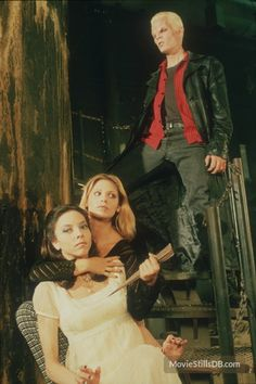 Buffy the Vampire Slayer - Promo shot of James Marsters, Sarah Michelle Gellar & Juliet Landau