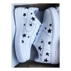 Custom Nike Airforce 1 Stars - picture for you Dr Shoes, Hype Shoes, Me Too Shoes, Painted Sneakers, Painted Shoes, Nike Shoes Air Force, Nike Airforce 1, Aesthetic Shoes, Fresh Shoes