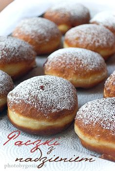 Munich Recipes: Carnival Donuts - The official city portal muenchen.de - Traditionally, the nutritious donut used to be prepared and eaten mainly during Lent. Churros, Sunny Spinach Pie Recipe, Mini Bananas, Dough Ingredients, Sweet Pastries, Fish And Chips, Almond Recipes, Cakes And More, Doughnuts