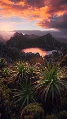 Jurassic World at Lake Oberon, Western Arthur's, Tasmania, Australia ✯ ωнιмѕу ѕαη∂у Jurassic World, Beautiful World, Beautiful Places, Beautiful Pictures, All Nature, Amazing Nature, Nature Water, Foto Hdr, Landscape Photography