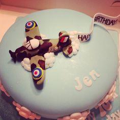Spitfire cake for Jen Spitfire-Torte für Jen Birthday Cakes For Men, Planes Birthday, Cakes For Boys, Male Birthday, Boy Cakes, 50th Birthday, Gorgeous Cakes, Amazing Cakes, Planes Cake