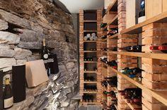 A casa de leilões Sotheby's vai leiloar algumas coleções importantes de vinho em outubro. Rótulos como Château Latour 1908 e Château Mouton Rothschild 1945 estão na prestigiosa lista, com preços iniciais entre três e sete mil euros.