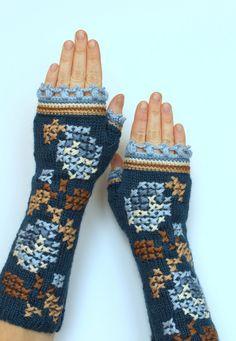 Hand gestrickte fingerlose Handschuhe von nbGlovesAndMittens