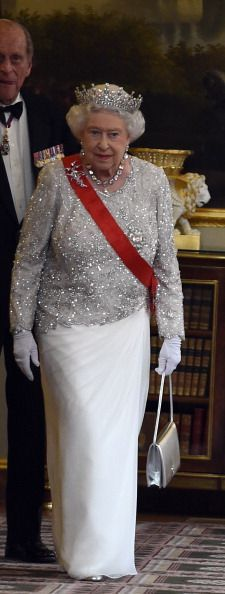 Queen Elizabeth ll arrives for a State Banquet at the Elysee Palace... News Photo 450198126