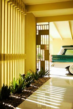 "A simply thrilling 'Breezeway' of a 1950s ""Alexander Home"" in Palm Springs, California. Photo: James Schnepf"