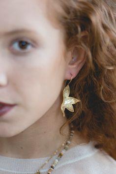 14 karat gold statement leaf earrings. Big by TamyZurTachshit