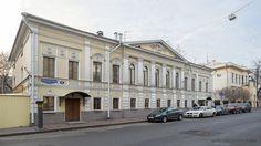 Спиридоновка,Жилой дом № 9 купца Х. Павлова (реконструкция 1994) - это двухэтажный кирпичный дом, построенный по индивидуальному проекту в классическом стиле.