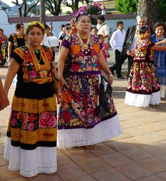 Huipiles of Oaxaca Mexican Fashion, Mexican Outfit, Mexican Dresses, Mexican Style, Ethnic Fashion, Traditional Mexican Dress, Traditional Dresses, Mexican Embroidery, Love Clothing