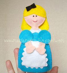 Maripê: Molde de dedoche exclusivo da Alice no País das Maravilhas - Maripê Costurinhas.  There are 2 parts to this finger puppet.