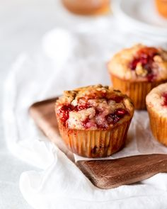 Moist and tender muffins made with fresh, sweet strawberries, honey and honey oat granola. They're easy to make and a perfect way to use up your berries before they go bad. #strawberrymuffins #Strawberryhoneymuffins #strawberries #muffins Muffin Recipes, Baking Recipes, Dessert Recipes, Breakfast Recipes, Oats And Honey, Strawberry Muffins, Gluten Free Cupcakes, Half Baked Harvest, Desert Recipes