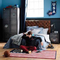 Offrez une belle déco chambre d'ado à votre garçon ! Une chambre avec un coin salon pour recevoir les adolescents de son âge, un bureau, des rangements ultra pratiques, unechambre déco qui se mue en repère d'ado Rock, branché style urbain ou au tempérament zen, les idées déco dechambre d