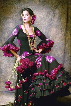 Flamenco dress, the traditional dress in the Feria de Abril of Seville, Spain Beauty And Fashion, Fashion Mode, Des Femmes D Gitanes, Costume Flamenco, Spanish Dancer, Spanish Dress Flamenco, Flamenco Dresses, Spanish Woman, Purple Love