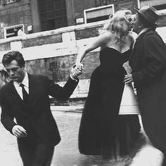 Lost a legend today. Anita Ekberg kisses Fellini before her famous scene in La Dolce Vita. #anitaekberg #fellini #rome