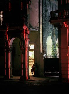 Michael Eastman - Woman In The Doorway, Havana from Cuba Collection Photography Havana Cuba, The Mysterious Island, Going To Cuba, Cuban Culture, Skyline, Places To Visit, Around The Worlds, Red Photography, Artistic Photography