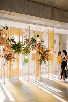 Wooden installation decorated with flowers as a wedding altar backdrop Yellow Wedding, Floral Wedding, Wedding Flowers, Chic Wedding, Stage Decorations, Wedding Decorations, Wedding Altars, Wedding Mandap, Backdrop Wedding