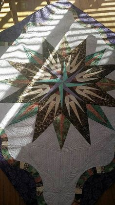 Vintage Compass, Quiltworx.com, Made by Deborah Quilts, Quilted by Laurie Whalen MacCleary Vintage Compass, Old Quilts, Foundation Paper Piecing, Vintage Patterns, Quilt Patterns, Quilt Pictures, Projects To Try, Christmas Tree, Holiday Decor