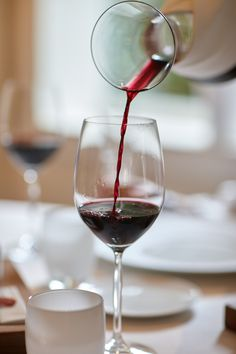 El Celler - Els Tinars Restaurant Merlot Red Wine, Coffee Wine, Wine Art, In Vino Veritas, Wine Glass, Food Photography, Alcoholic Drinks, Restaurant, Eye