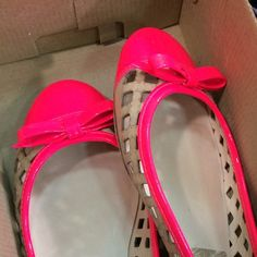 "NWOT Kate Spade flats These cute Kate Spade ""Trudi"" natural Vaccheta flats have a neon pink cap toe and heel.  They are perfect for the weather I wish we had on the Midwest. Prepare for spring with these in your closet. kate spade Shoes Flats & Loafers"