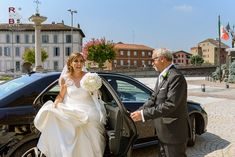 Wedding Photographer: gorgeous italian wedding at Cascina Diodona. A fabulous traditional Italian wedding with lemon yellow theme what we present in this article. The theme chosen by this sparkling couple is perfect for summer wedding