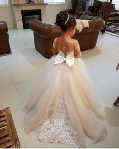 """639 curtidas, 9 comentários - Sarah Fernandes (@blogsarahfernandes) no Instagram: """"Inspiração de daminha  #casamento #daminha #princesa"""""""