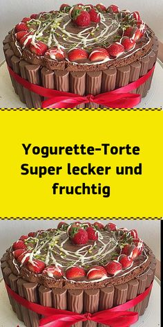 Yogurette-Torte Super lecker und fruchtig Yogurette cake Super yummy and fruity Ingredients: 2 thin biscuit bottoms bright 2 cups sour cream 2 cups whipped cream 750 g strawberries 2 bars chocolate ba Easy Cake Recipes, Best Dessert Recipes, Sweets Recipes, Fun Desserts, Whipped Cream, Sour Cream, New Cake, Yummy Cakes, Homemade