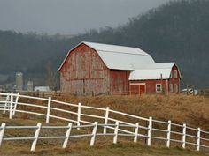 Red barn and white FENCE (20 pieces)