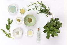 Choosing a select few organic skin care products for a minimalist skincare routine can deliver beautiful results, without the fuss. Here are 4 essential organic products for your minimalist skincare routine. Acne Prone Skin, Oily Skin, Sensitive Skin, Organic Skin Care, Natural Skin Care, Natural Beauty, Organic Beauty, Shampoo Natural, Diy Deodorant