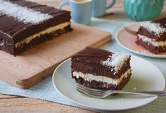Let's have a giant chocolate-coconut Kinder Délice today. You may have never heard of it, but it is my favorite Kinder and I highly recommand it! Giant Chocolate, Chocolate Spread, I Love Chocolate, Chocolate Icing, Melting Chocolate, Kinder Delice Coco, Mousse Coco, Coconut Mousse, Rectangle Cake