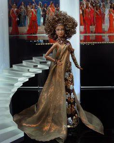 Miss Chad 2011- Vestido inspirado del diseñador Jean-Paul Gaultier - Colección Alta Costura - Primavera-Verano 1999 Jean Paul Gaultier, Barbie Miss, Sexy Hips, Black Barbie, My Black Is Beautiful, Barbie Friends, Barbie World, Vintage Jeans, Brown Dress